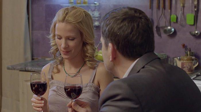 """Кадр из сериала Что делает твоя жена"""""""