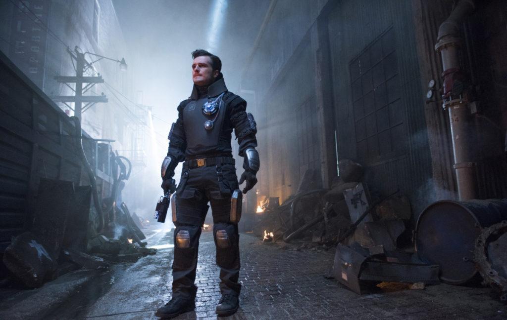 кадр из сериала Человек будущего